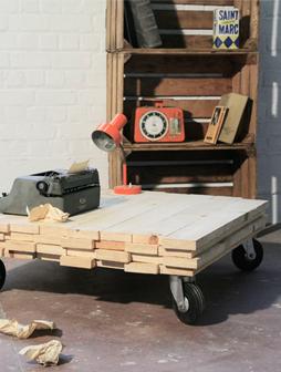 atelier 4/5 - atelier4cinquieme - mobilier - reuse slow design - brocante - récup - table basse - planche de bois brut - rolling coffee table